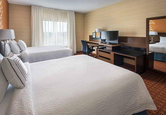 Newcastle, DE: Queen/Queen Guest Room