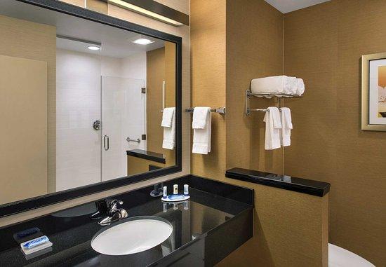 Newcastle, DE: Guest Bathroom