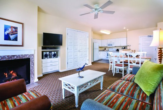 Long Beach, WA: Two Bedroom Suite Living Area