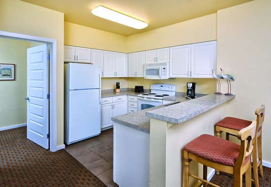 Long Beach, WA: Two Bedroom Suite Kitchen
