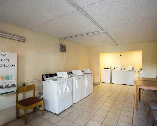 Econo Lodge: Laundry