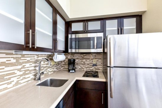 College Station, TX: Studio Suite 1 King Kitchen
