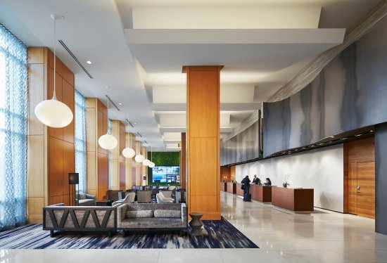 Rosemont, IL: Lobby With Guest