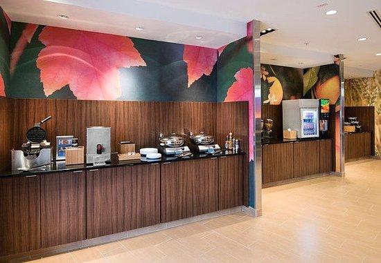 Benton, AR: Breakfast Buffet