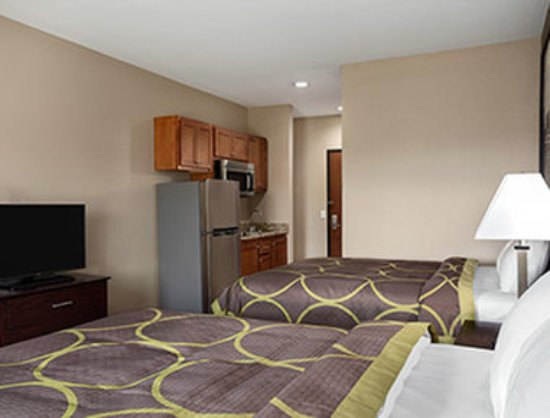 Owasso, Oklahoma: 2 Queen Bed Room with Kitchenette