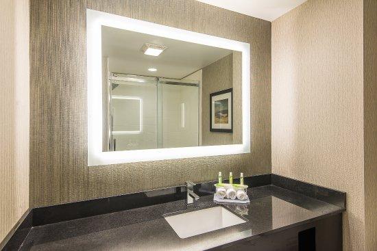 Norwood, Массачусетс: Guest Bathroom