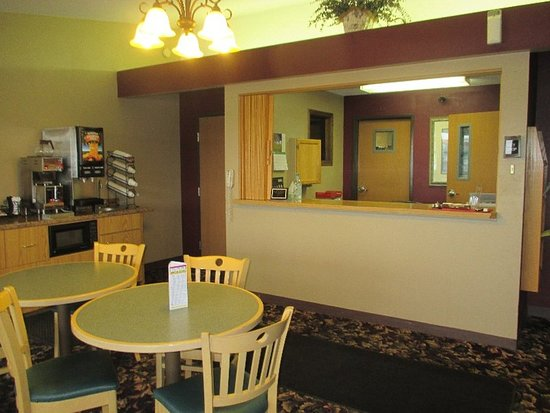 Windom, MN: RMNWMFront Desk