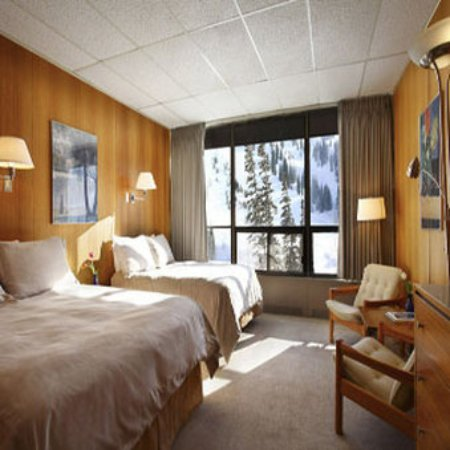 Leysin, Suisse : Slope Facing Standard Room Queen And Double Beds