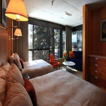 Leysin, Suisse : Slopeside Large Corner Room