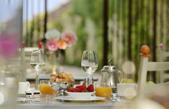 Corrubbio di Negarine, Italia: Breakfast in the garden