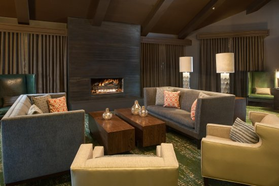 DoubleTree by Hilton Hotel Park City - The Yarrow: Lobby Fireplace and Seating