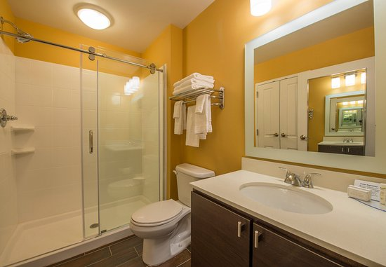 Newnan, Géorgie : Suite Bathroom