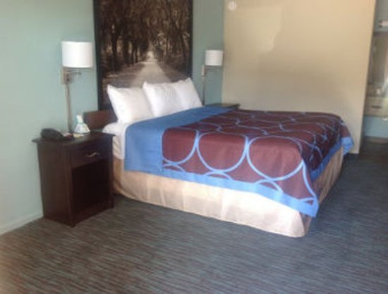 Richmond Hill, GA: One King Bed Room