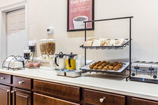 Cayce, SC: Breakfast Area