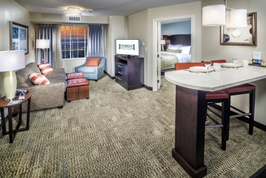 Folsom, CA: Enjoy a Two bedroom suite perfect for family or business companion