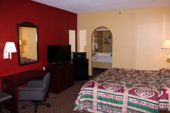 Conyers, GA: One King Bed Guest Room