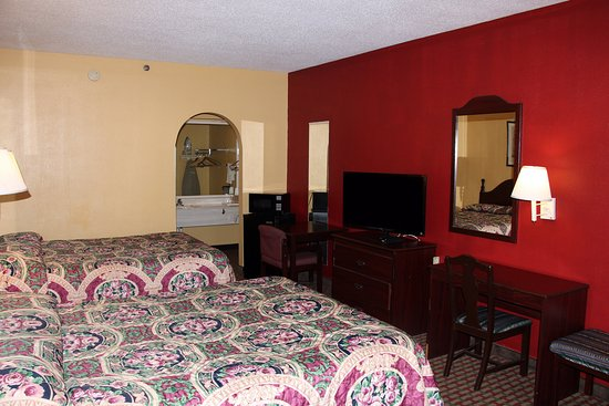 Conyers, GA: Two Queen Bed Guest Room