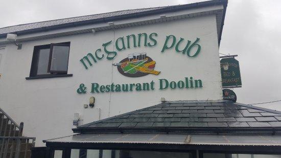 McGann's Pub and B&B: Insegna