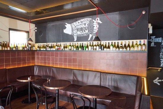 Fitzroy, Australia: Bottles around the cafe