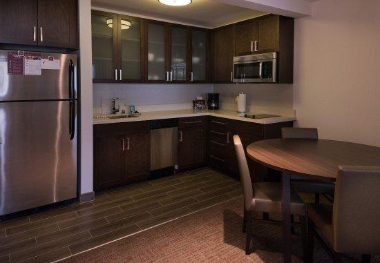 Menlo Park, كاليفورنيا: Two-Bedroom Suite Kitchen