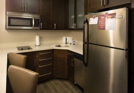 Menlo Park, CA: Suite Kitchen