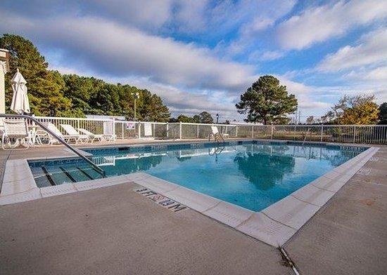 Selma, NC: Pool