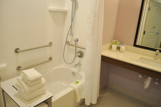 Price, UT: Bright ADA Guest Bathroom