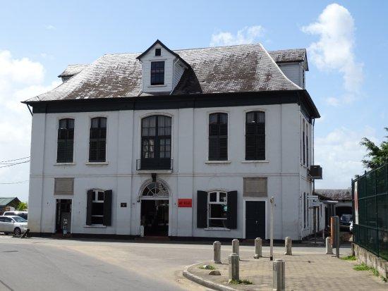 Bodega & Grill de Waag : gerestaureerd aan de waterkant
