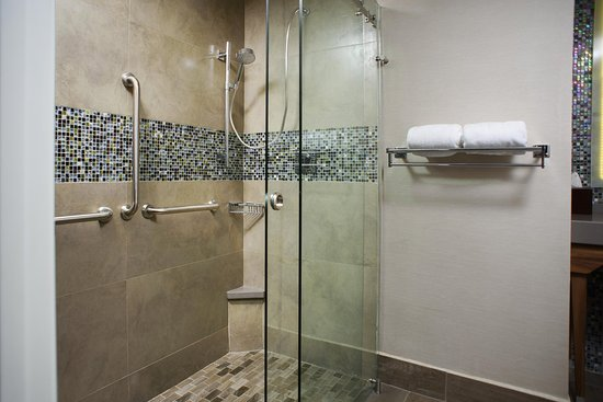 Piedras Negras, México: Accessible Shower