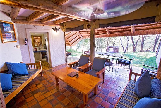 Lokuthula Lodges: Inside lounge area