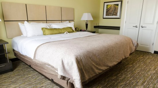 Southaven, MS: Queen Bed Guest Room