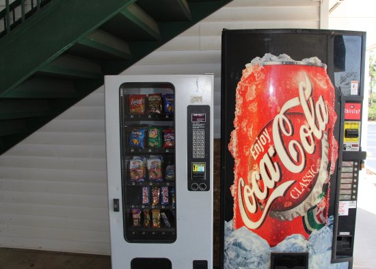 Oakwood, GA: Vending Area