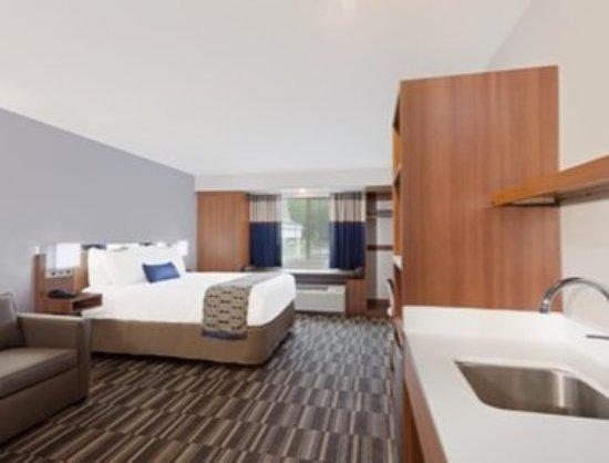 Windham, ME: ADA Queen Suite Bed Room