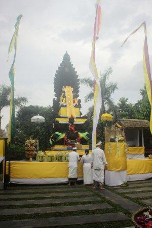 Serpong, Indonesia: Pura Parahyangan Jagat Guru, while Melaspas Ceremony
