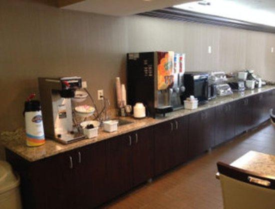 Baymont Inn and Suites Harrodsburg: Breakfast Area
