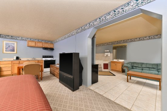 Gainesville, Джорджия: One King Bed Jacuzzi Suite