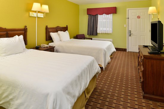 Princeton, KY: Two Double Bed Guest Room