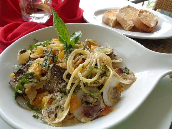 Sibulan, Filippine: Yummy seafood pasta.