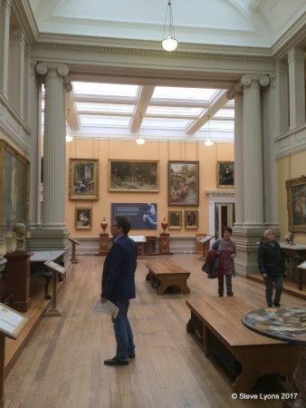 Lady Lever Art Gallery: A general view of the main gallery