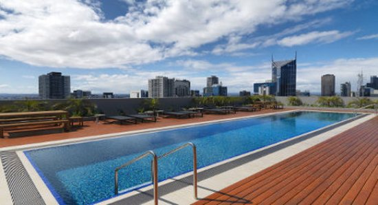 Pool picture of wyndham hotel melbourne melbourne for Pool show in melbourne