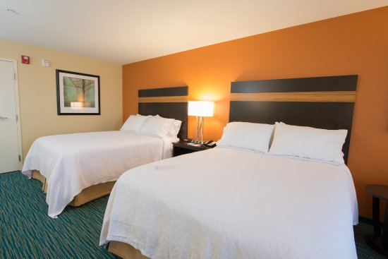 Bismarck, ND: Queen Bed Guest Room