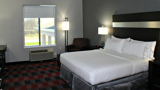 Bonham, TX: King Bed Guest Room