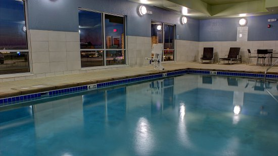 Swimming Pool - Holiday Inn Express Spencer IA