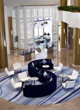 Le Meridien Al Khobar: Lobby Communal Seating