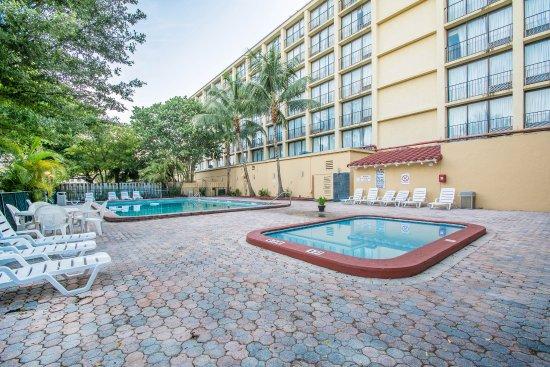 North Miami, FL: Pool