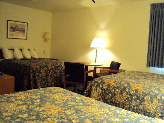 Americas Best Value Inn Green River : Three Queen Beds Deluxe