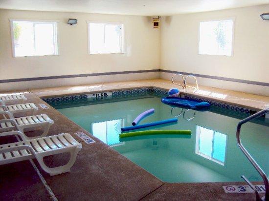 Americas Best Value Inn Green River : Indoor Pool
