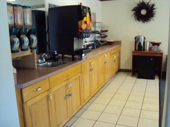 Americas Best Value Inn Green River : Breakfast Area