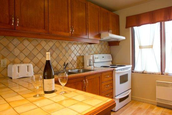 Chalets Mont Sainte-Anne : Kitchen