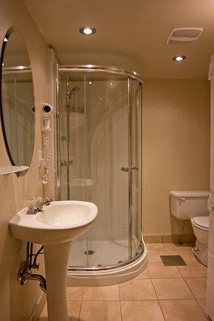 Chalets Mont Sainte-Anne : Bathroom